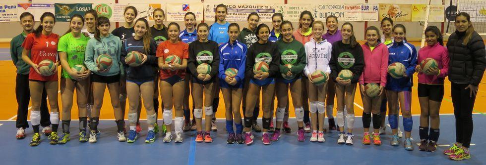 Las jugadoras de los equipos infantil y cadete acuden a esta copa de España de voleibol con la ilusión y motivación de realizar un buen papel.