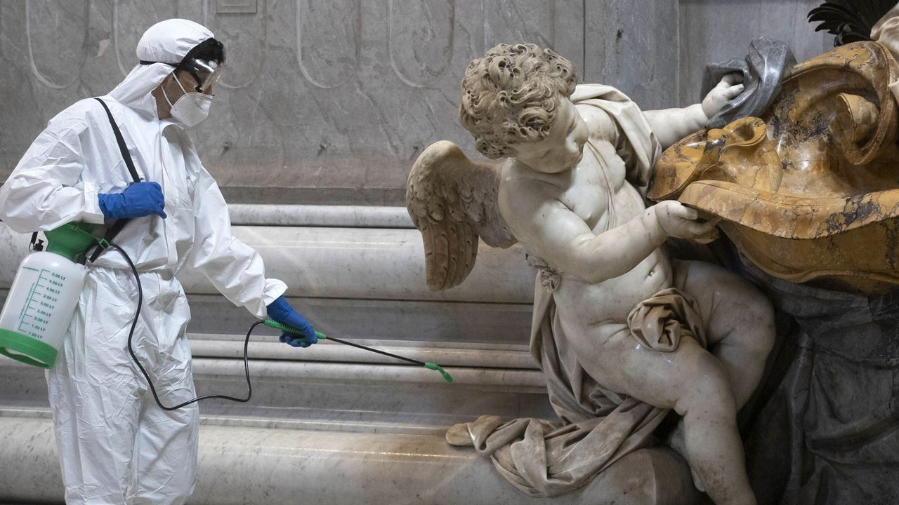 Los trabajos de desinfección en el Vaticano no se detienen ni en fin de semana
