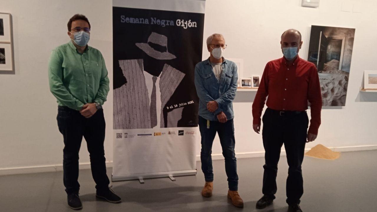 Manuel Ángel Vallina, Ángel de la Calle y Pablo León Gasalla durante la presentación de la XXXIV edición de la Semana Negra