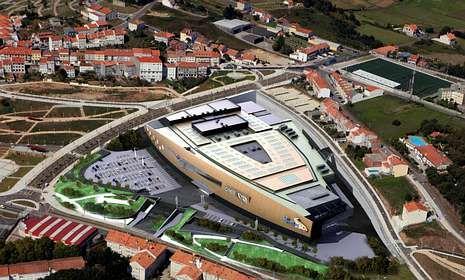 El centro comercial tiene una superficie total construida de 154.804 metros cuadrados.
