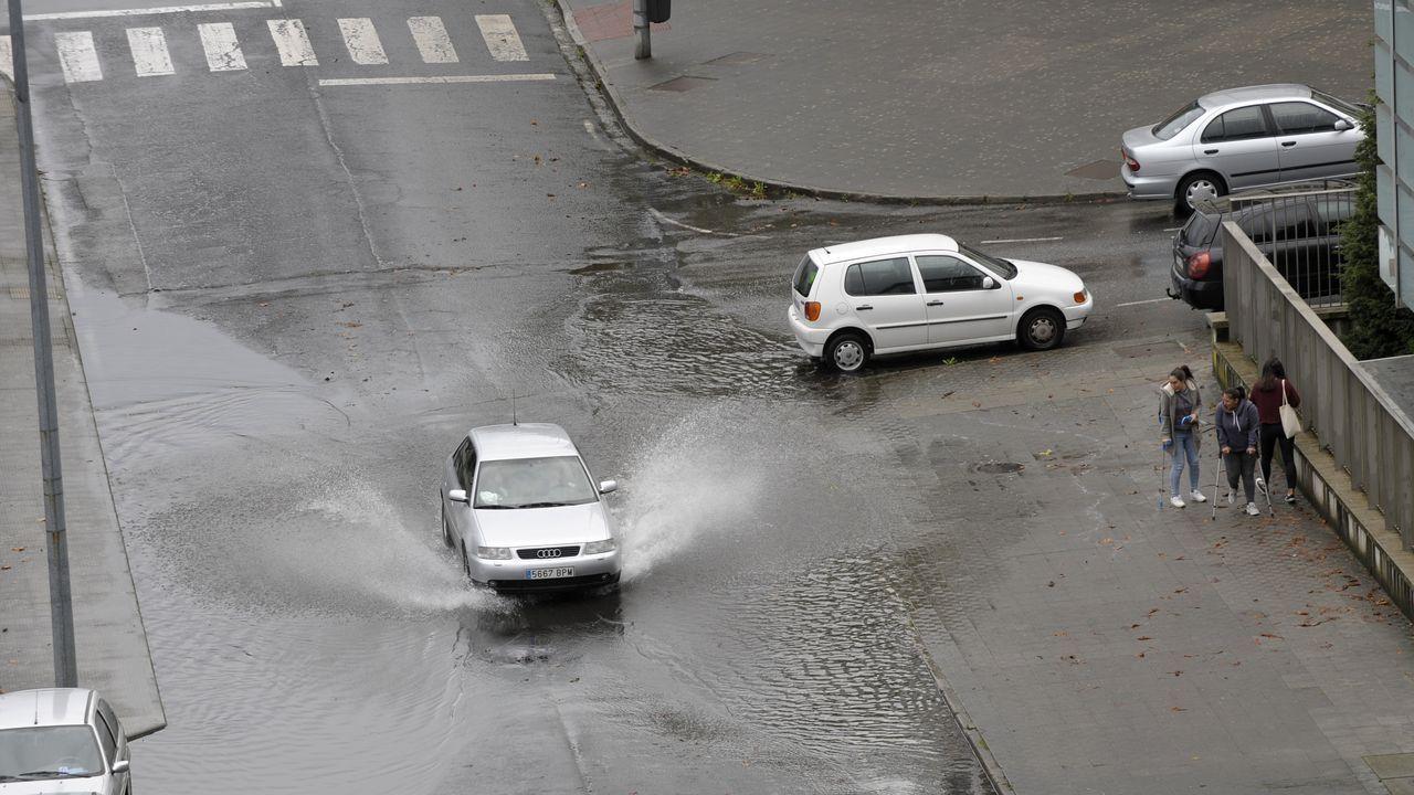 Accidente vía rápida Salnés. Corvillón.Policía local de Oviedo