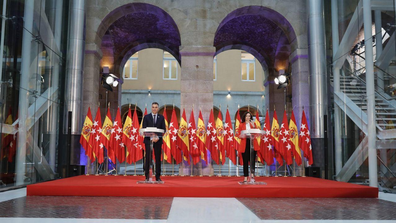 En directo: El ministro de Sanidad, Salvador Illa, comparece en el Congreso.Felipe VI saluda al presidente de la Xunta, Alberto Núñez Feijoo, durante la celebración de la Fiesta Nacional en el palacio real