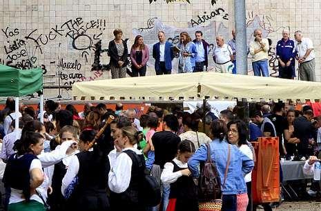 Abucheos a Marta Ferrusola: «¡Ladrona, ladrona, devuelva el dinero!».El evento se celebró en el parque de Castrelos donde se consumieron 5 toneladas de mejillón.
