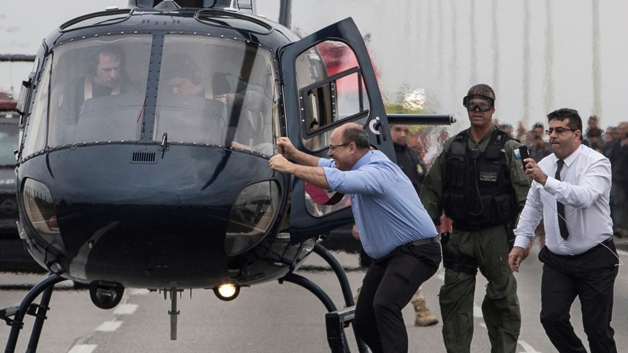 Wilson Witzel, gobernador del estado de Río de Janeiro, celebra que un francotirador abatiera al secuestrador del autobús