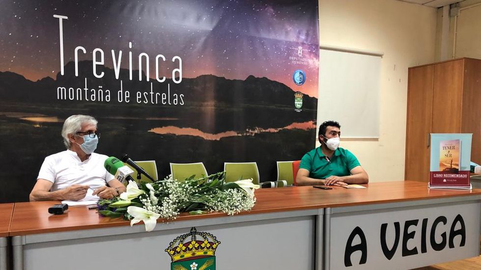 Paco Ascón estuvo acompañado del alcalde, Juan Anta