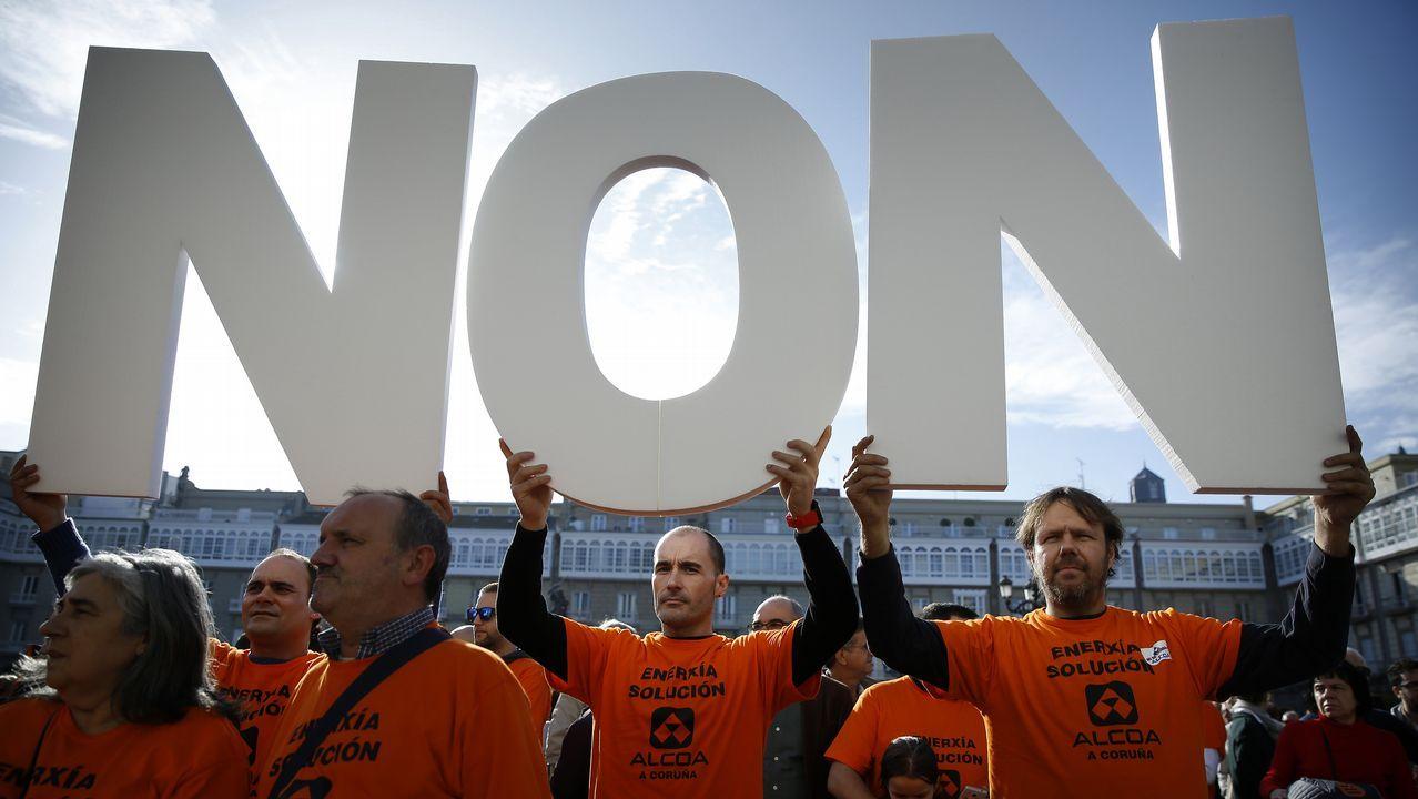 Manifestación de trabajadores de Alcoa en la plaza de María Pita, en A Coruña