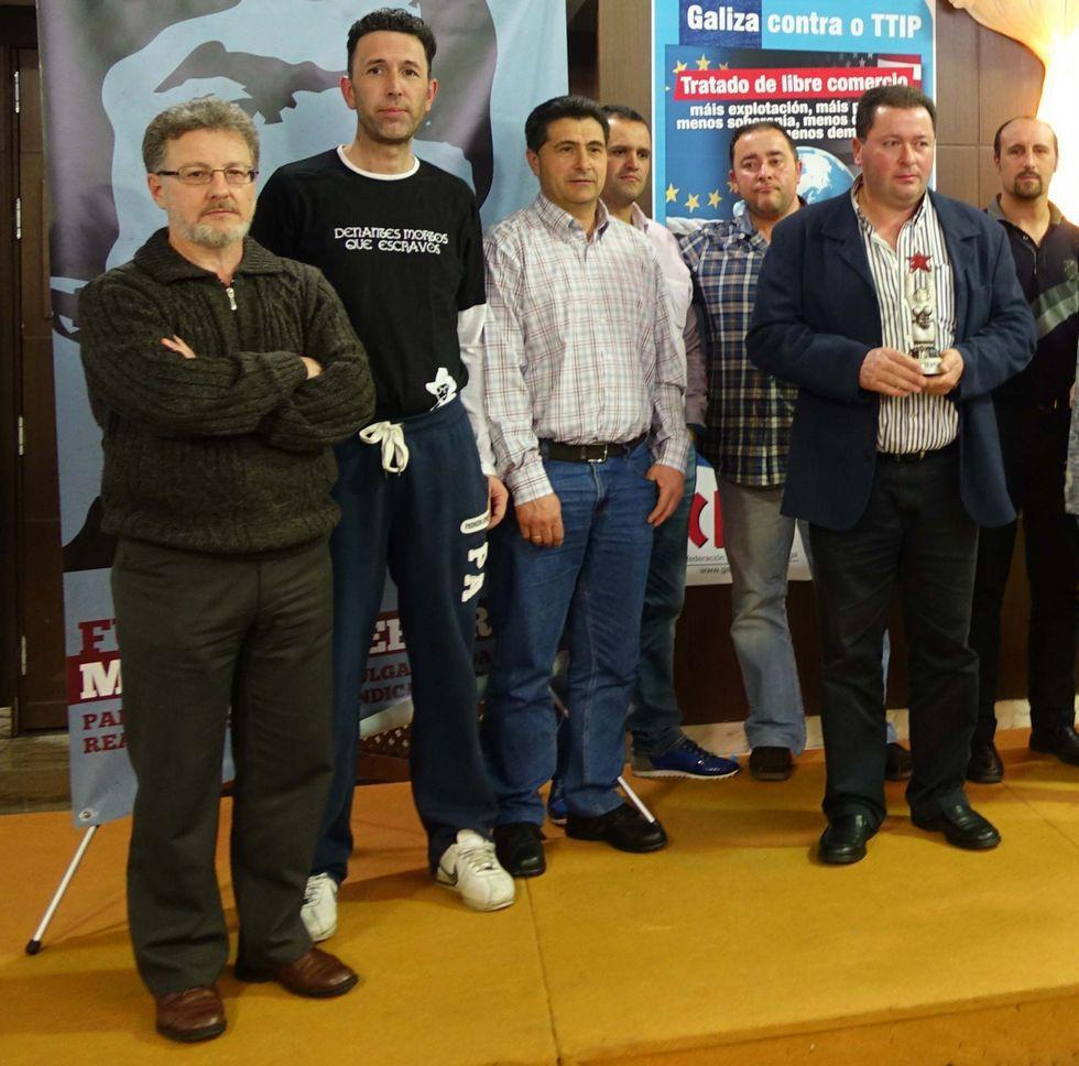 <span lang= es-es >Premio</span> La CIG entregó ayer el premio del Día da Clase Obreira Galega al personal de Urbaser, que estuvo de huelga el pasado año.