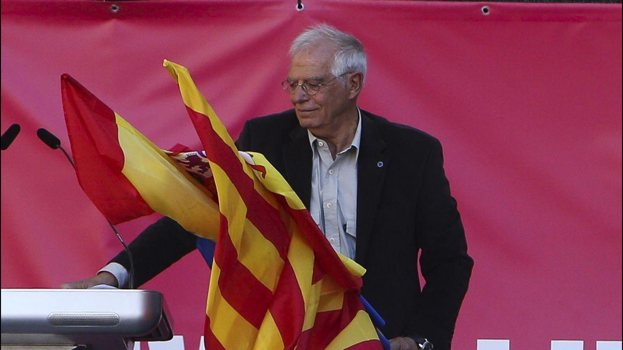 Barcelona acoge una gran marcha unionista.PLENO DEL CONCELLO DE A CORUÑA CON LA VOTACION DE LOS PRESUPUESTOS MUNICIPALES. EL ALCALDE XULIO FERREIRO BAAMONDE