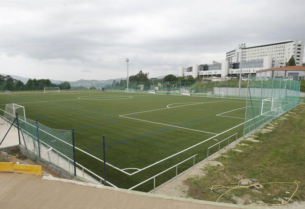El nuevo campo de césped sintético de la Ciudad Infantil Príncipe Felipe, en Montecelo.