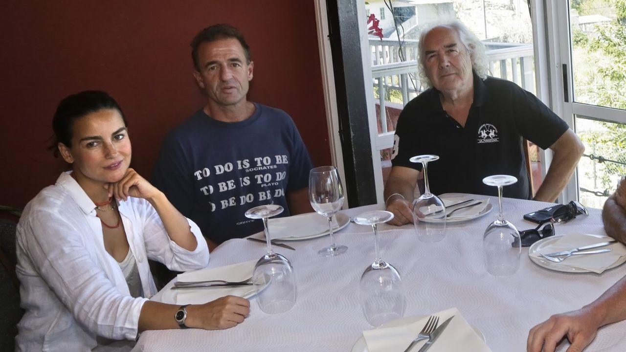 Lequio junto a su mujer María Palacio y el pintor José Maria Barreiro, en Peixoto en el 2017