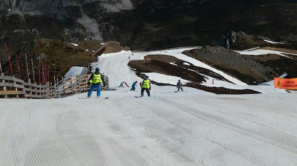 La estación de Fuentes de Invierno, con numerosas zonas despejadas de nieve
