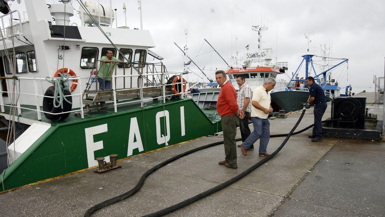 Las embarcaciones que navegaban próximas al Sempre Güeto permanecen amarradas en el puerto de Cedeira, donde atracaron horas después de la tragedia.