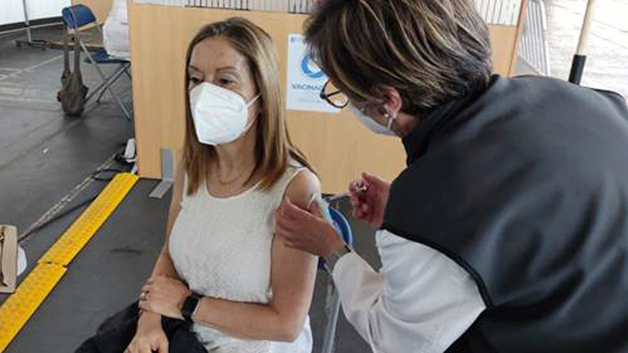 Ana Pastor, vicesecretaria de Política Social del PP, se vacunó este sábado en el recinto ferial de Pontevedra