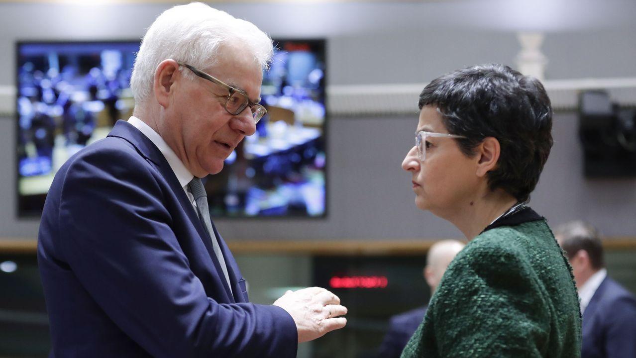 Fractura en el Gobierno de coalición a cuenta de la ley de libertad sexual.La ministra de Exteriores con su homólogo polaco durante el consejo de ministros de Exteriores de este lunes