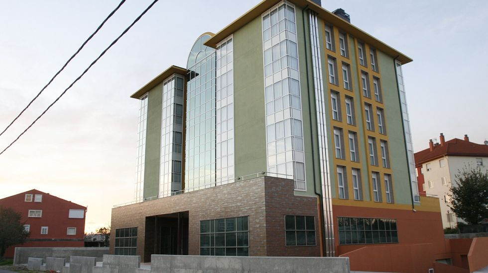 El edificio fue construido para un proyecto de viviendas tuteladas que no se llegó a llevar a cabo