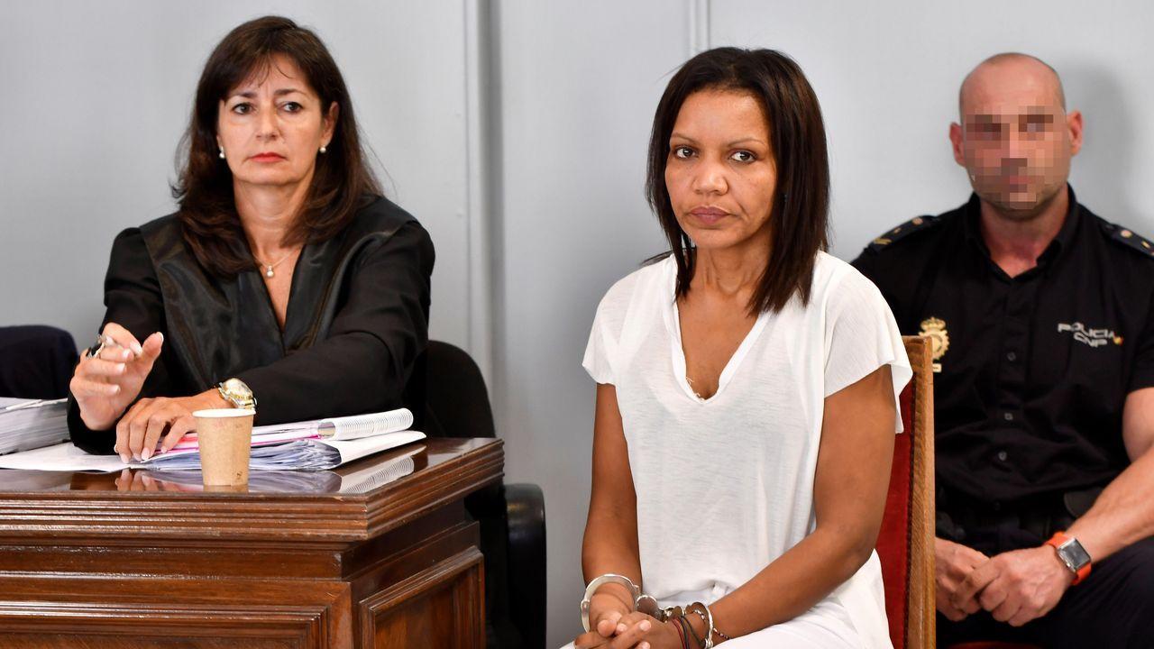 Ana Julia Quezada: «Le puse la mano derecha en la boca y en la nariz, no me acuerdo de más».Ana Julia Quezada apareció ayer en la Audiencia Provincial de Almería con una nueva imagen
