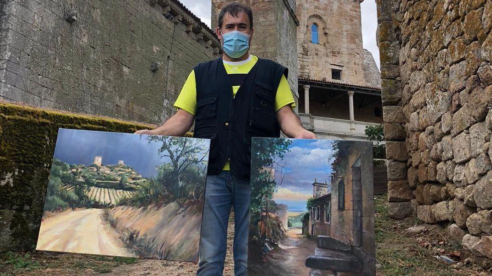 Las nuevas restricciones en la capital y O Barco.Manuel Carballeira, con los dos cuadros que pintó en Monterrei
