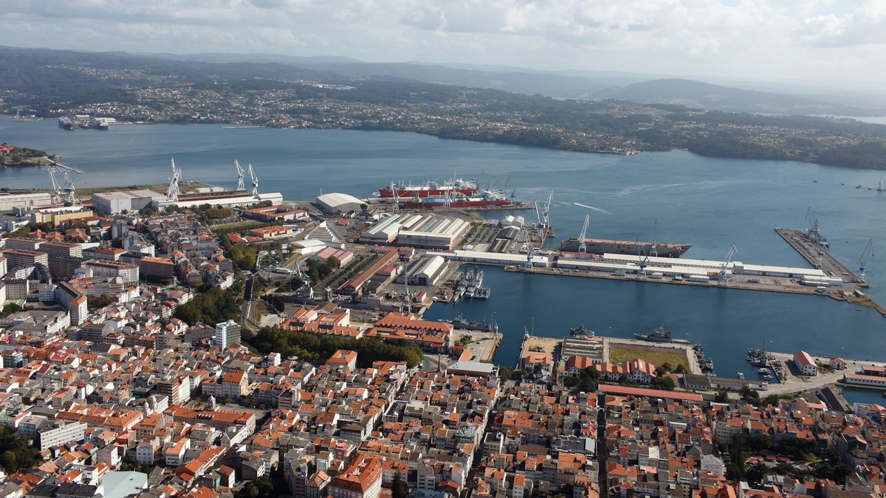 El Blue Star, acercándose al puerto interior de Ferrol