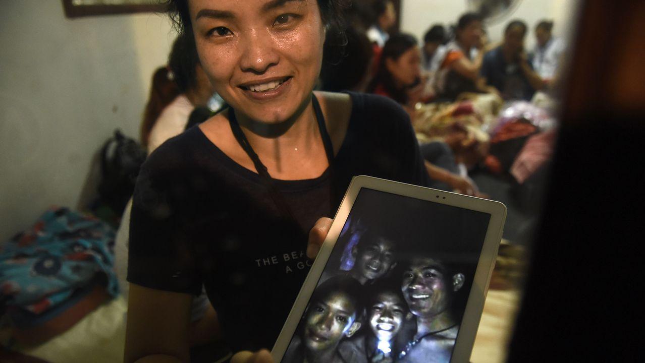 Rescatan a los primeros niños en Tailandia.Miembros del ejército de Tailandia durante la búsqueda de un equipo de fútbol desaparecido en una cueva