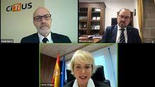 De izquierda a derecha: Senén Barros, Carmen Artigas y el rector de la USC, Antonio López