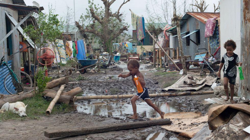 La situación en el archipiélago todavía no se conoce con exactitud, a la espera de que las autoridades restablezcan las comunicaciones y se abran las carreteras cortadas por escombros y árboles caídos.