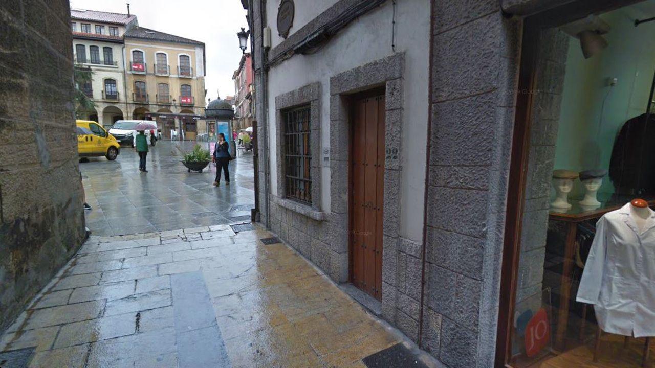 Esquina de la calle Alfonso VII y la plaza Álvarez Acebal , en Avilés