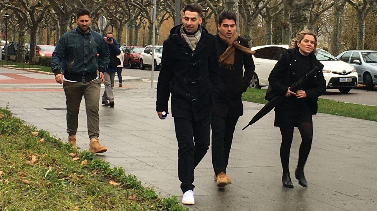 Llegada de César Adrio, supuesto asesino de Ana Enjamio, a los juzgados de Vigo.Temporal de viento y lluvia en Santiago