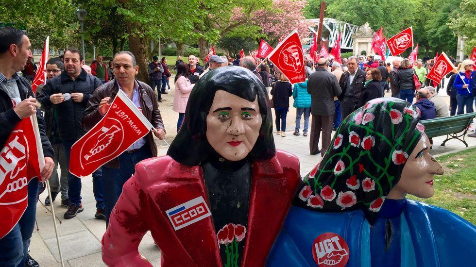 Primero de Mayo en Gijón:consignas, humoy escraches.Salida de la manifestación de UGT y Comisiones desde la Alameda de Santiago de Compostela.