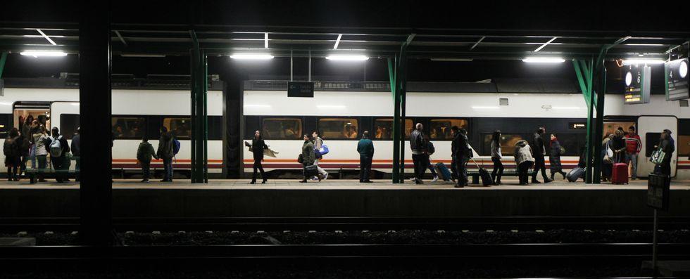 Operación a gran escala contra el terrorismo islamista en Bélgica.<span lang= es-es >Vuelta a casa por Navidad</span>. En el tren que llegó a las 20.40 horas el viernes a Vilagarcía viajaban numerosos estudiantes, aunque en esta ocasión, todos pudieron hacerlo sentados.