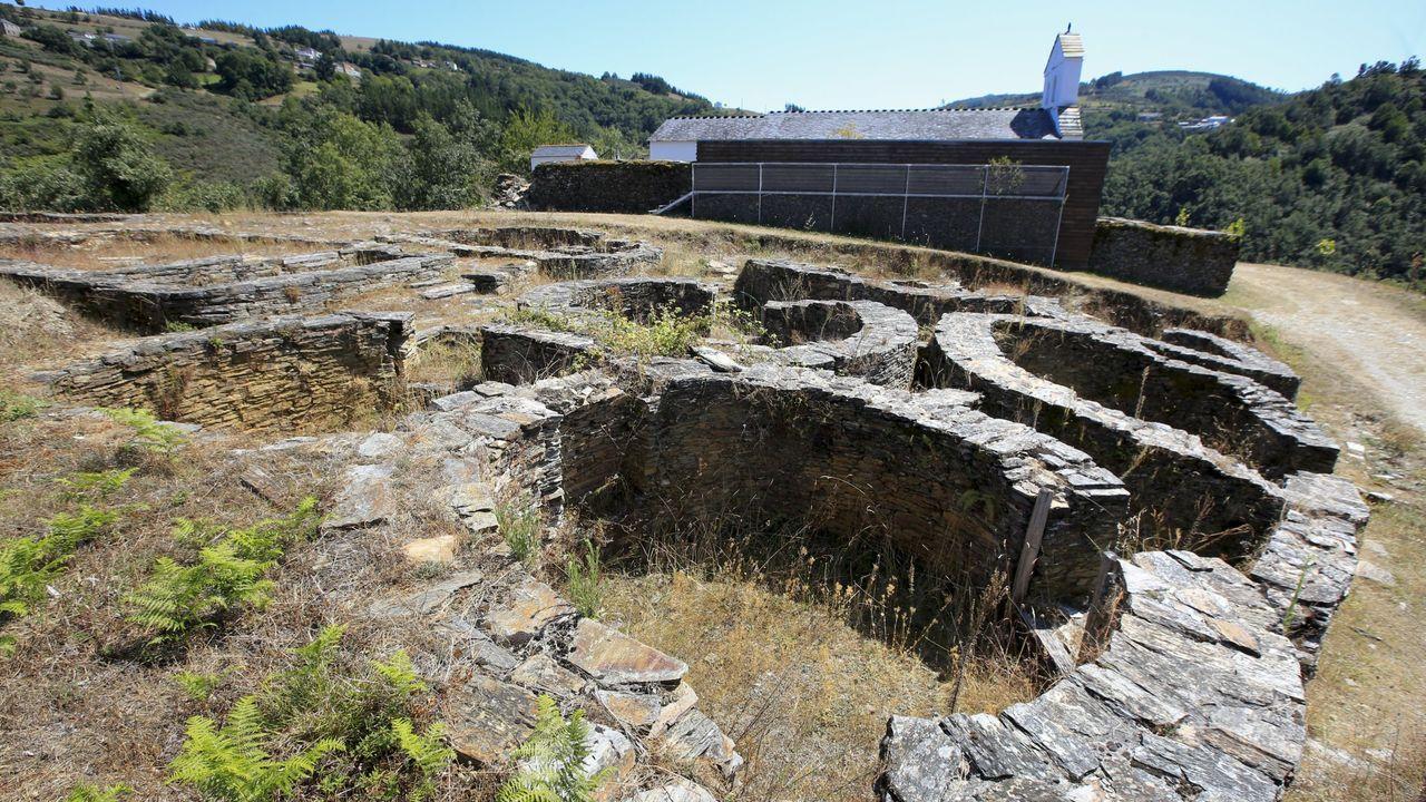 Las fotos de la ruta entre Samos y O Courel.Cortes de Castilla y León, durante la investidura de Fernández Mañueco