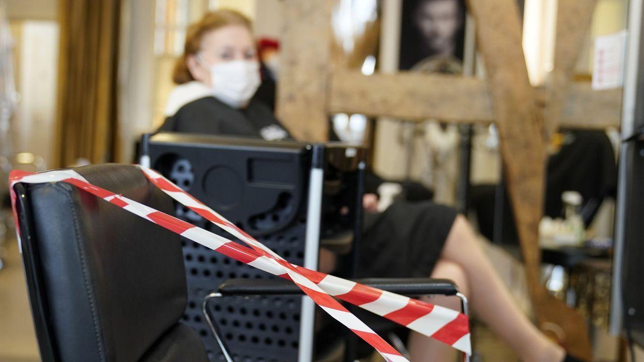 Las peluquerías en Alemania reabrieron ayer, pero siguiendo unas medidas de seguridad