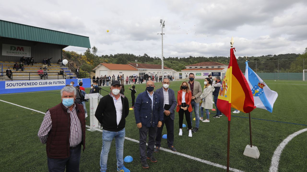 Inauguración de un campo de fútbol en Soutopenedo