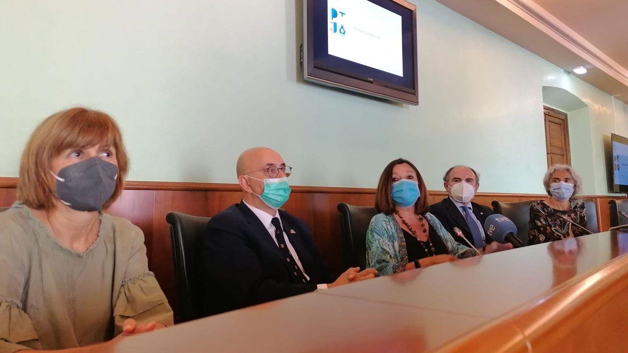 Juan Velarde Fuertes.Foto de familia de algunos de los participantes en las misiones científicas