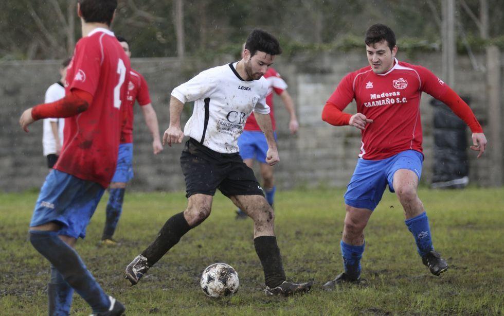 Camelle y Castrelo jugaron en un campo en pésimo estado.