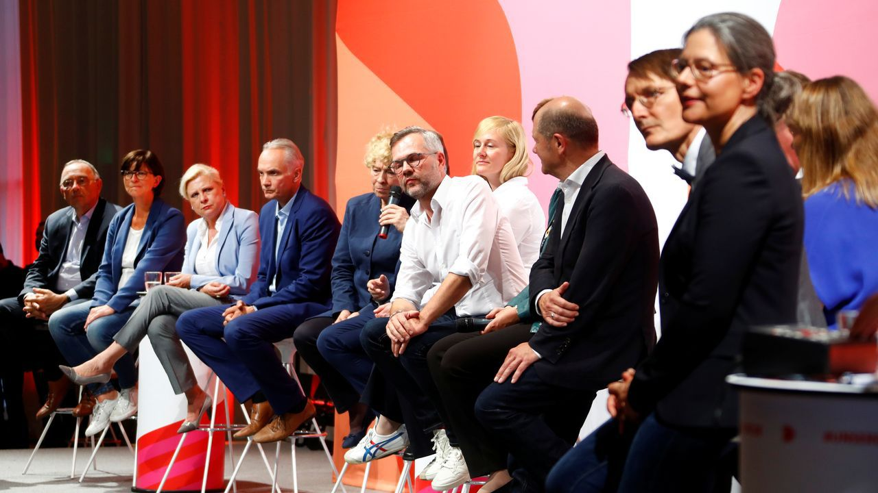 Ocho parejas y un candidato en solitario, Karl Heinz Brunner, aspiran a cubrir la vacante de la actual líder de los socialdemócratas