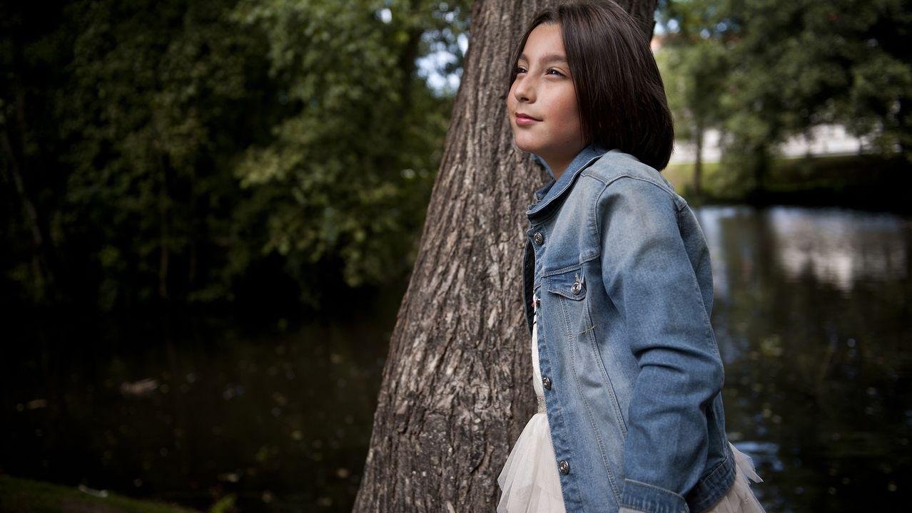 «Podré vivir cinco vidas que nunca tendré ni la mitad de valentía que ha tenido ella», dice Pili Fonte, la madre de Alejandra, una niña trans «orgullosa de serlo» de Arteixo ÁNGEL MANSO