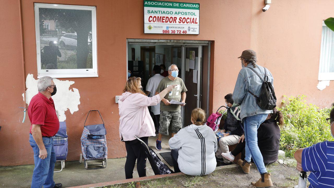 Más de 70 años y varios intentos de desalojo: «Aquí en Lugo hemos pasado frío y mucha miseria».La asociación de vecinos de Seixalbo entrega 750 litros de aceite al Banco de Alimentos