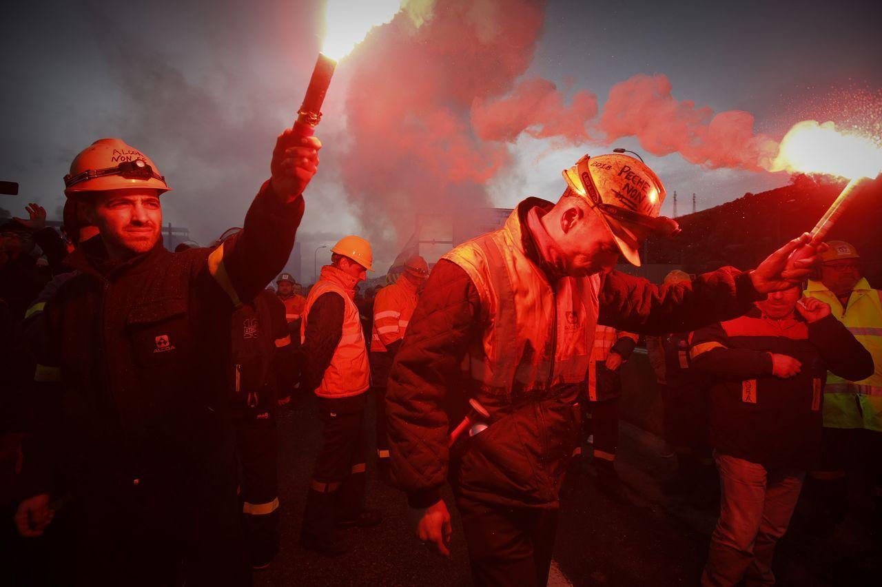 Manifestación de los trabajadores de Alcoa para impedir el cierre de la planta de A Coruña