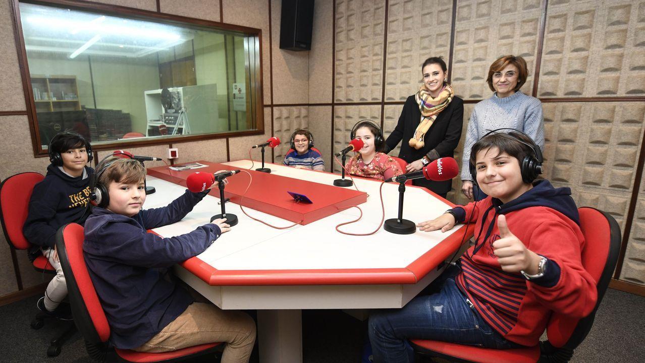 Alumnos do colexio da Bandeira no programa «Ecovoz». Podes baixar os pódcast dende a web de Radio Voz (https://www.radiovoz.com/archivo/)