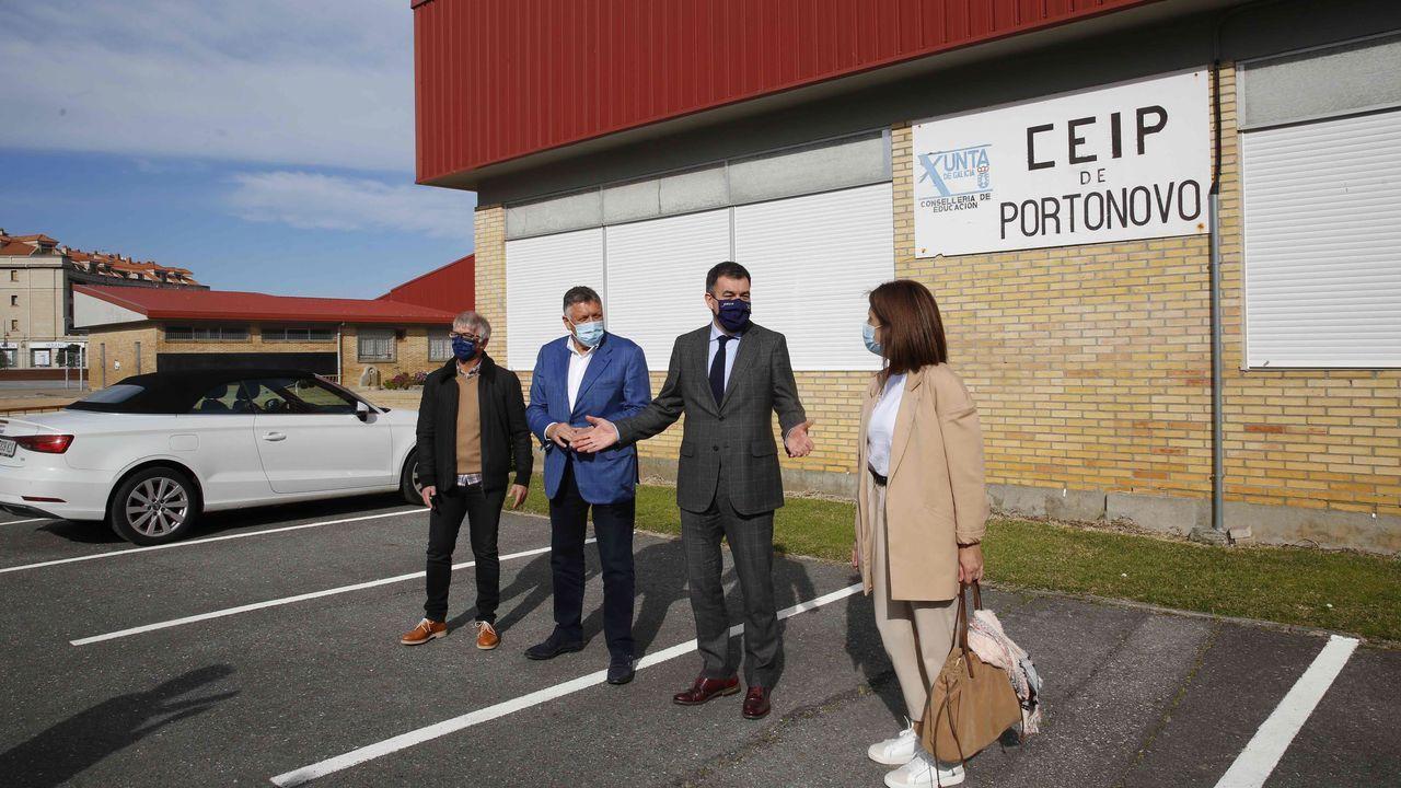 Plantación en Sanxenxo.El conselleiro de Educación visitó ayer el CEIP Portonovo de Sanxenxo