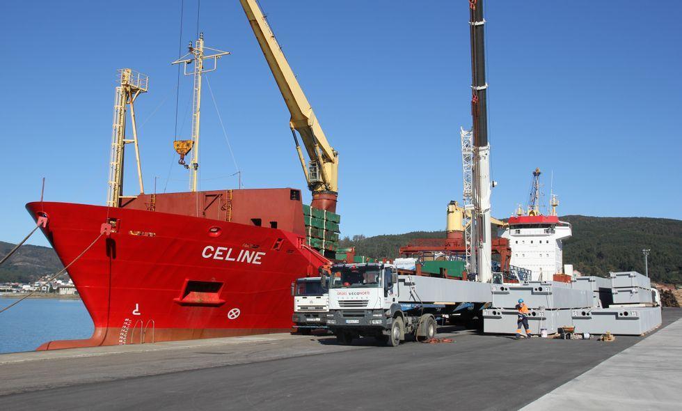 Las labores de carga en el buque con destino a Panamá finalizarán hoy por la tarde.