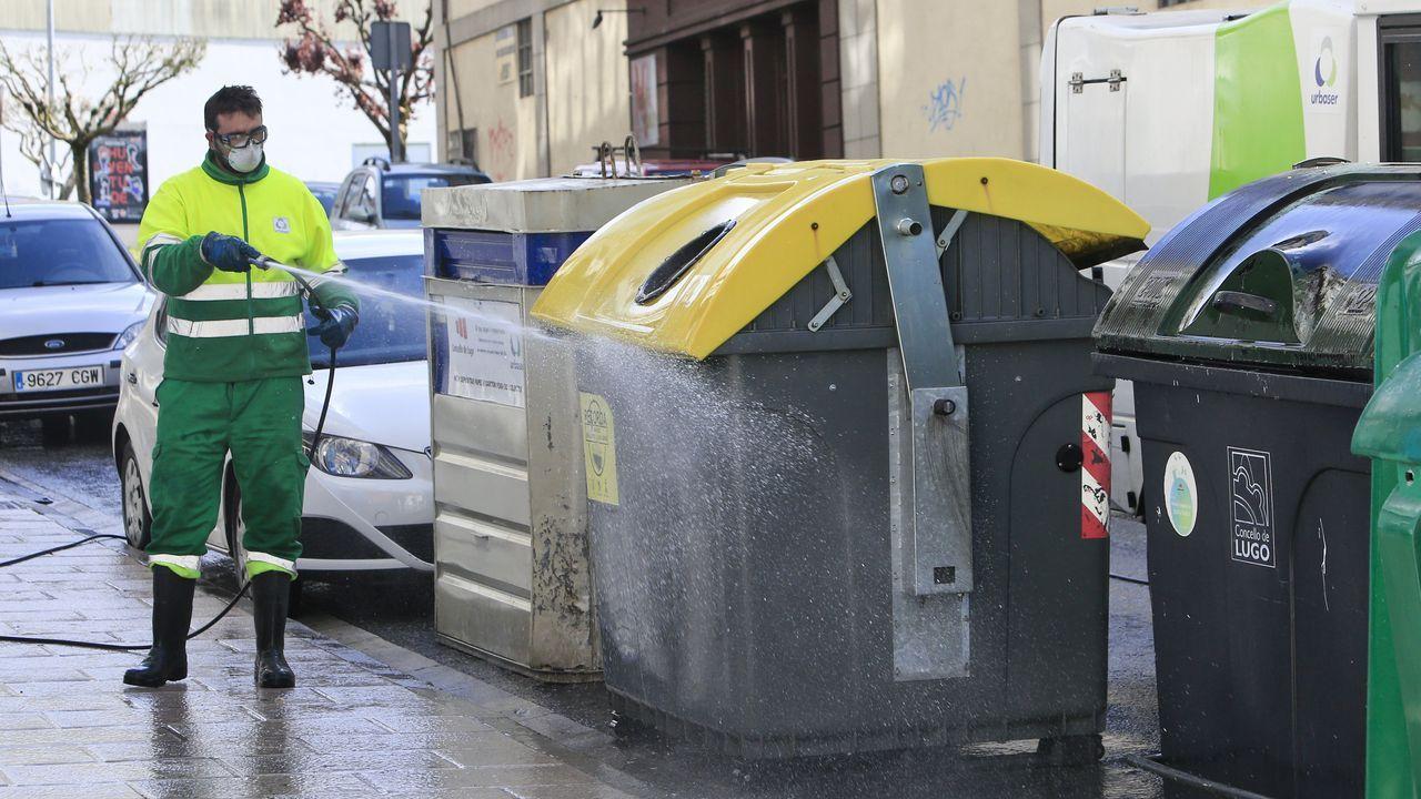 El Lugo que nos estamos perdiendo.Limpieza de las calles de Lugo y de los contenedores con hipoclorito de sodio-lejía