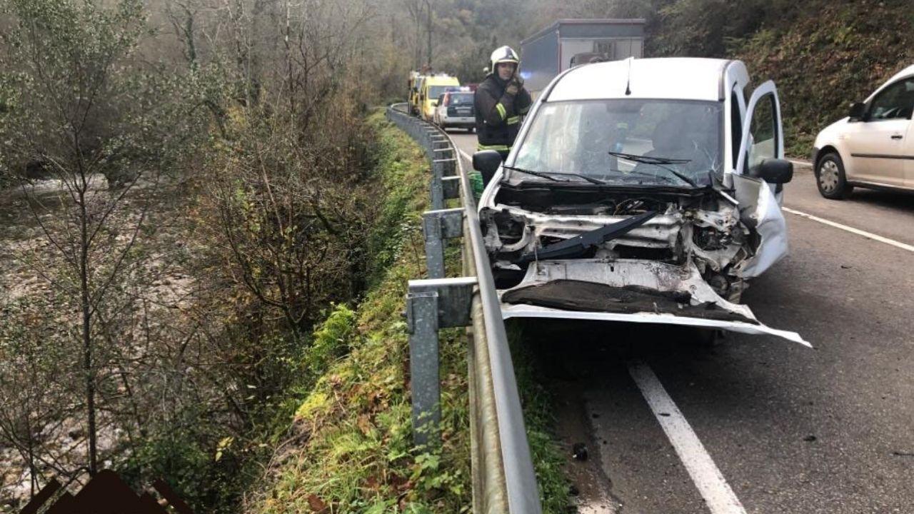 Estado en el que quedó el coche de la mujer herida en Belmonte