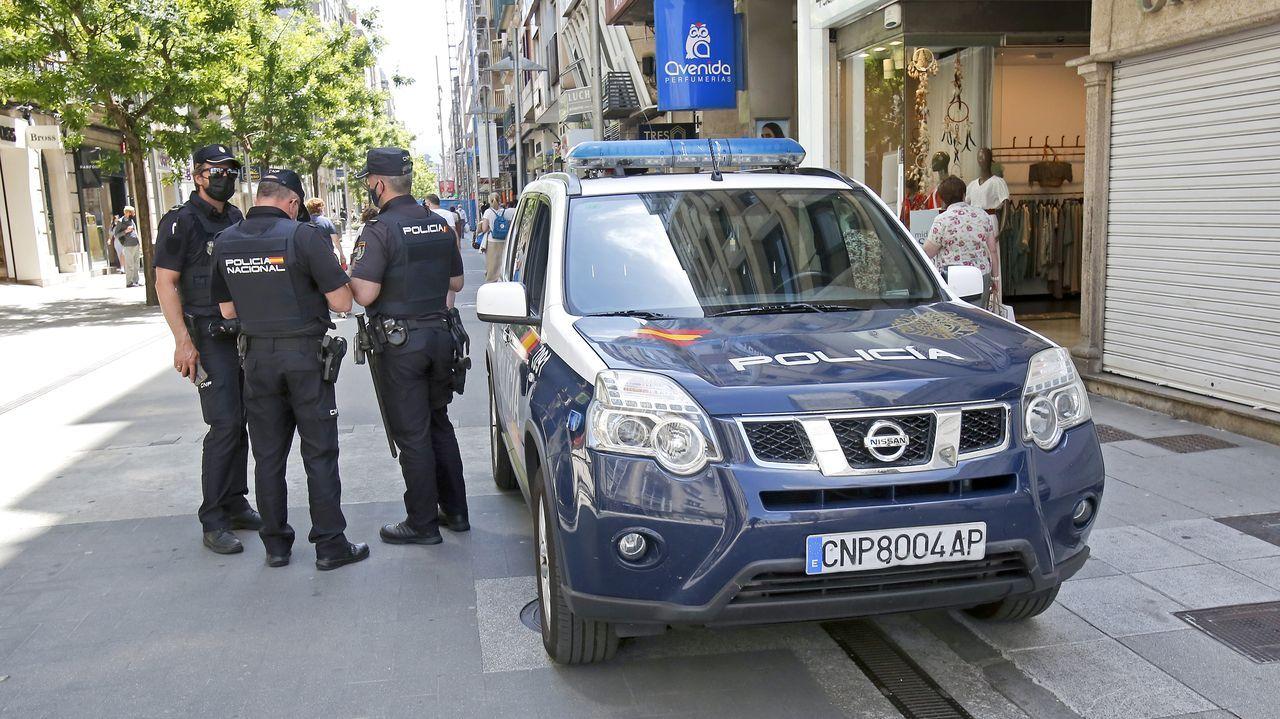 Concentración motera en Gijón.Agentes de la Policía Nacional, de patrulla este jueves en las calles de Pontevedra.