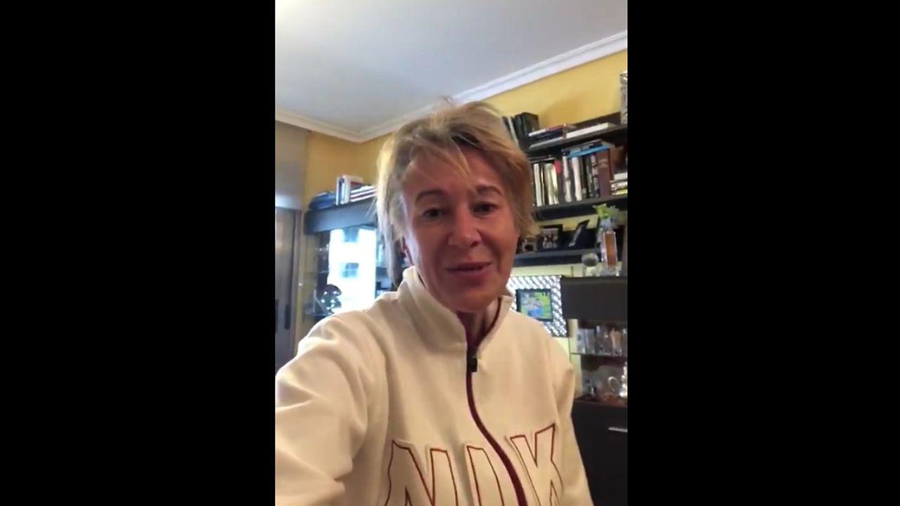 Paloma Gázquez cuenta su recuperación en un vídeo casero.Oficina central de Caixa Rural Galega en la Rúa Montero Ríos de Lugo
