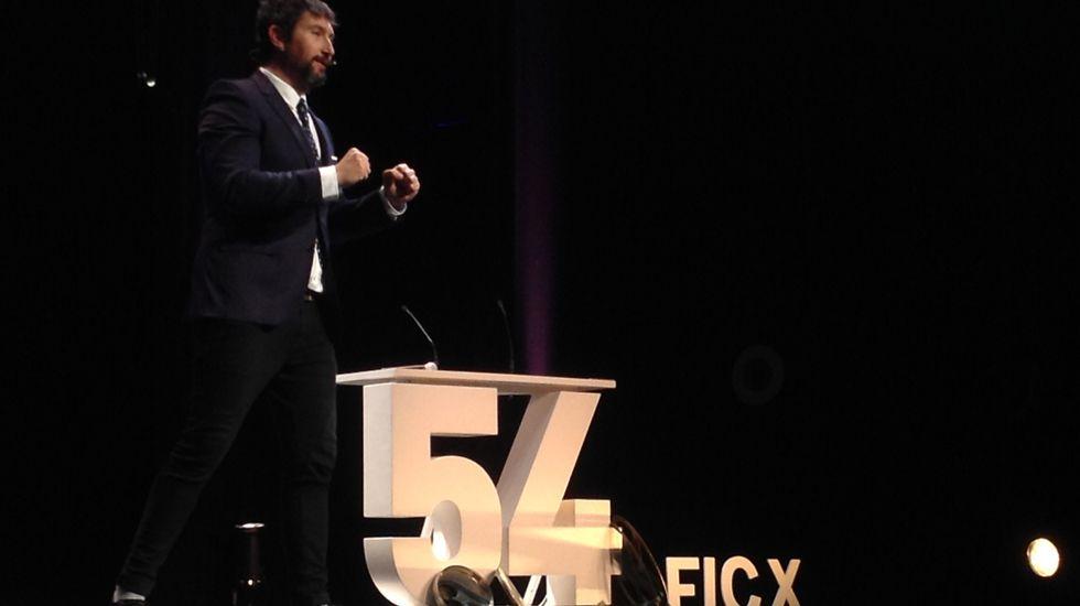 Toni Garrido, en un expresivo momento de su presentación del FICX54