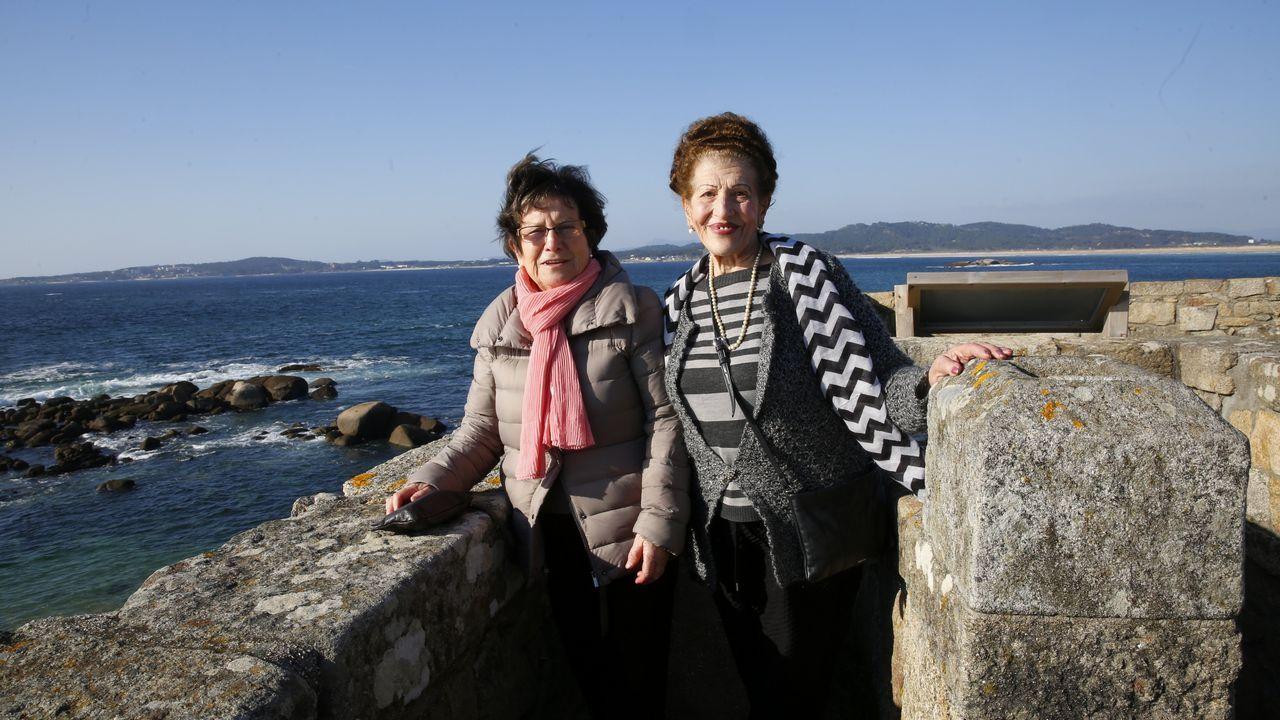 'Allá arriba al norte', el nuevo himno a Asturias de Víctor Manuel.Víctor Manuel, junto a Yolanda Alonso en el teatro Palacio Valdés de Avilés