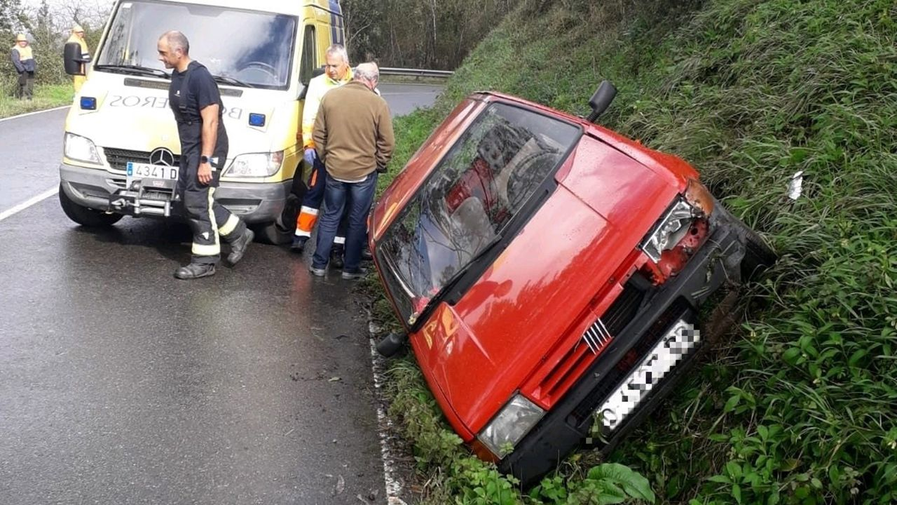Miembros de la UME desinfectan Asturias.Accidente en la AS-380.