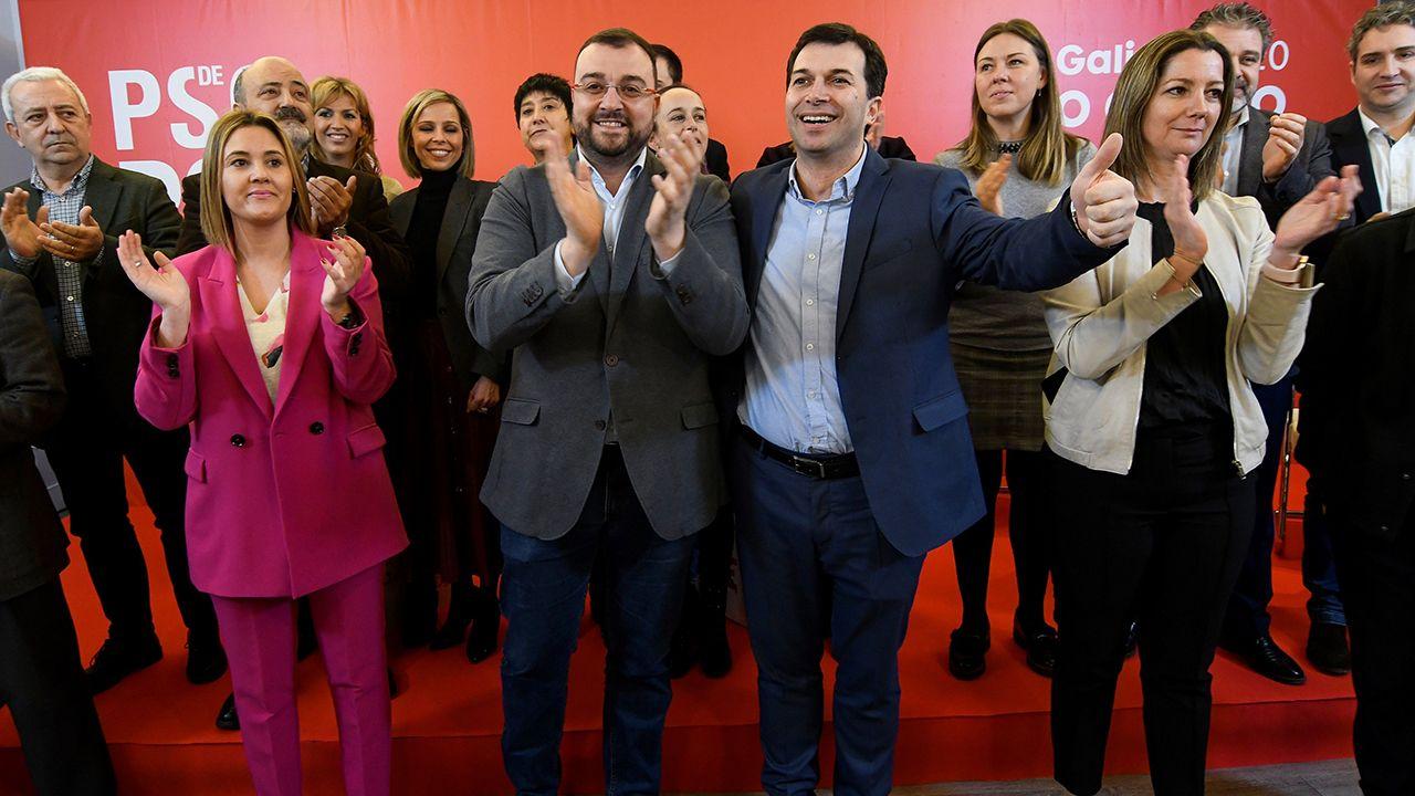 El secretario general del PSdeG y candidato a la presidencia de la Xunta, Gonzalo Caballero (2d) y el presidente del Principado de Asturias, Adrián Barbón (3d) y la alcaldesa de Lugo, Lara Méndez(d) participan en una jornada dedicada al reto demográfico y a las políticas públicas en Lugo este lunes