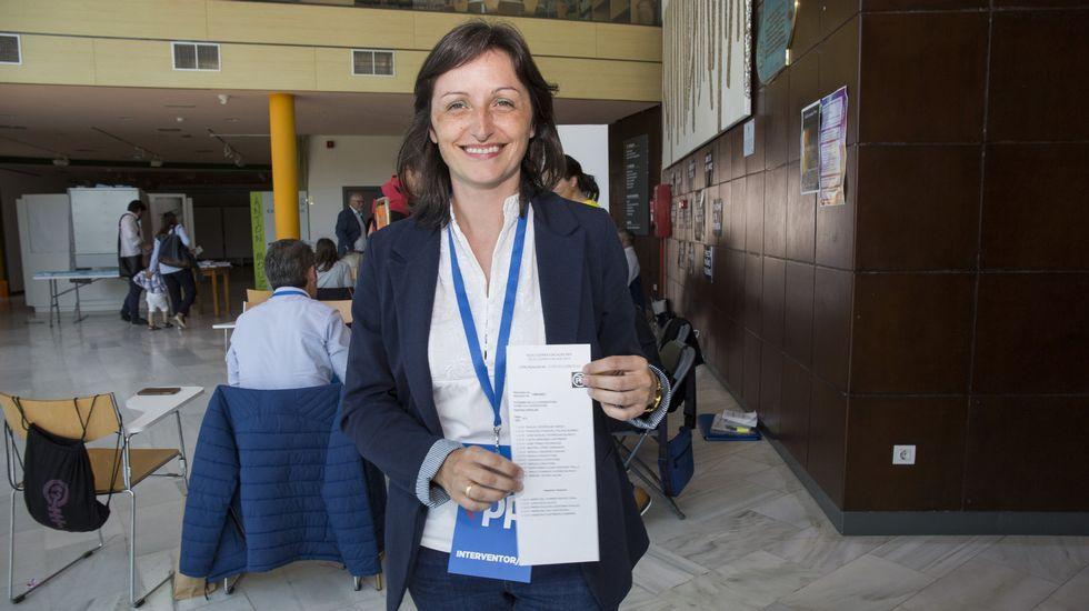 Jornada de elecciones. Raquel Rodriguez, candidata del PP de Vimianzo